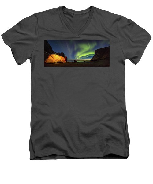 Kvalvika Under The Lights Men's V-Neck T-Shirt