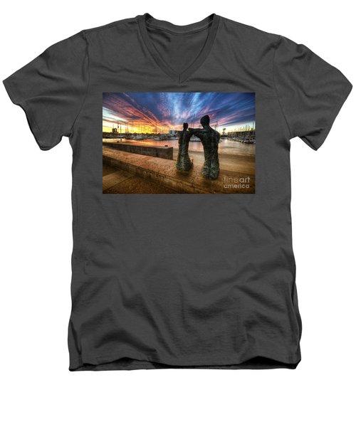 La Parella Men's V-Neck T-Shirt