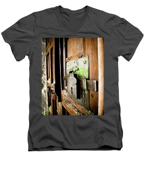 La Porta Chiusa Men's V-Neck T-Shirt