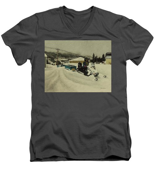 Labrador Nurse Men's V-Neck T-Shirt
