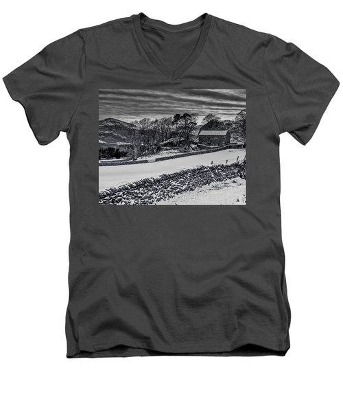 Men's V-Neck T-Shirt featuring the photograph Lakeland Barn by Keith Elliott