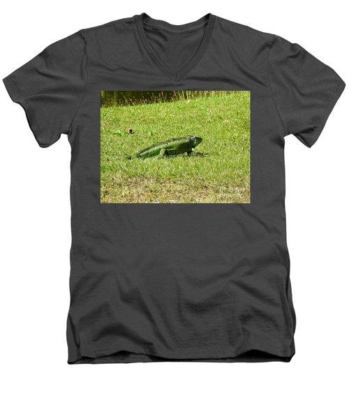Large Sanibel Iguana Men's V-Neck T-Shirt