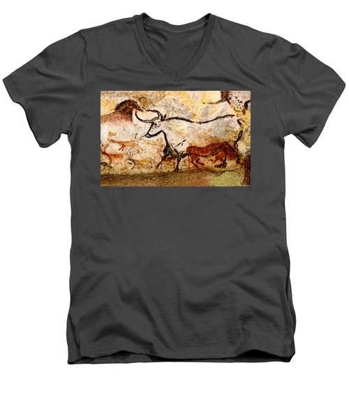 Lascaux Hall Of The Bulls - Aurochs Men's V-Neck T-Shirt
