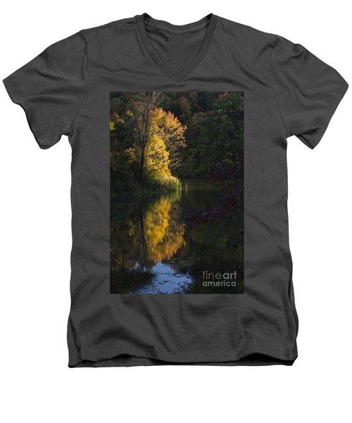 Men's V-Neck T-Shirt featuring the photograph Last Light - D009910 by Daniel Dempster