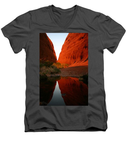 Late Afternoon Light And Reflections At Kata Tjuta In The Northern Territory Men's V-Neck T-Shirt