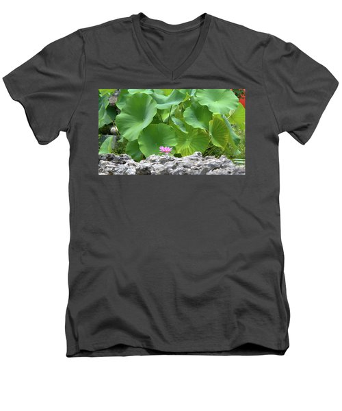 Light Purple Water Lily And Large Green Leaves Men's V-Neck T-Shirt