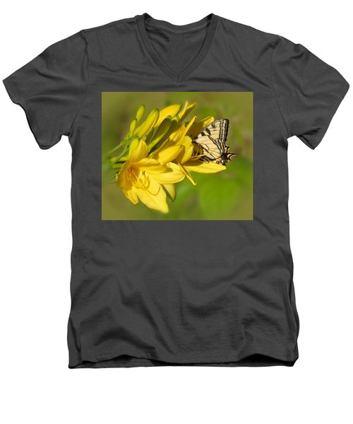 Lily Lover Men's V-Neck T-Shirt