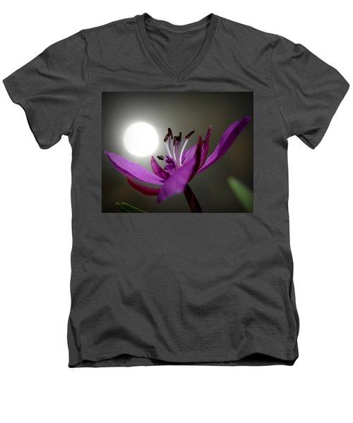 Live In The Light Men's V-Neck T-Shirt