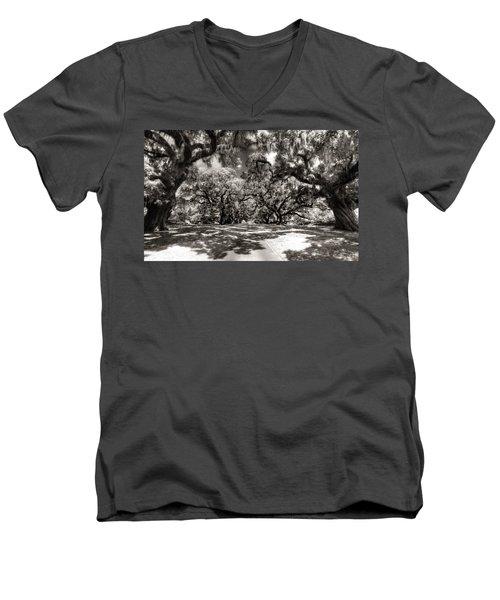 Live Oak Allee Infrared Men's V-Neck T-Shirt
