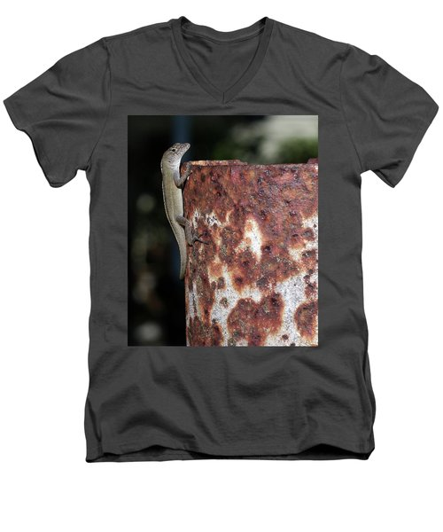 Men's V-Neck T-Shirt featuring the photograph Lizzy by Richard Rizzo