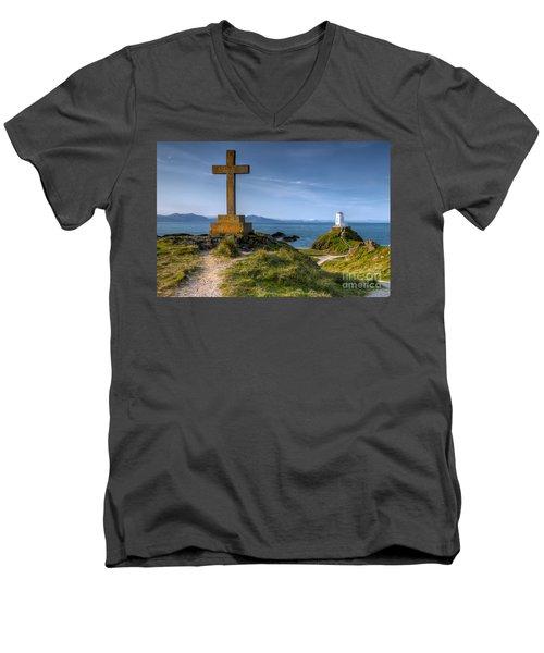 Llanddwyn Cross Men's V-Neck T-Shirt