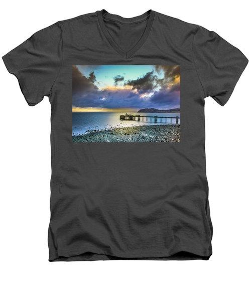 Llandudno Pier Men's V-Neck T-Shirt