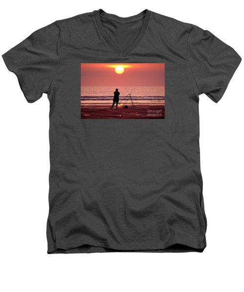 Llangennith Fishing At Sundown Men's V-Neck T-Shirt