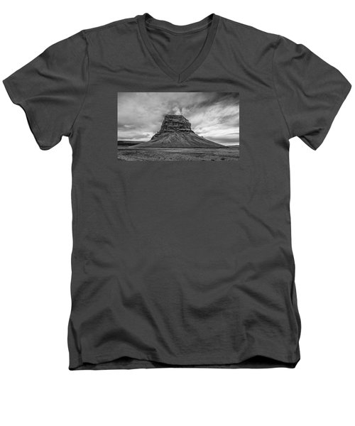 Lomagnupur Men's V-Neck T-Shirt