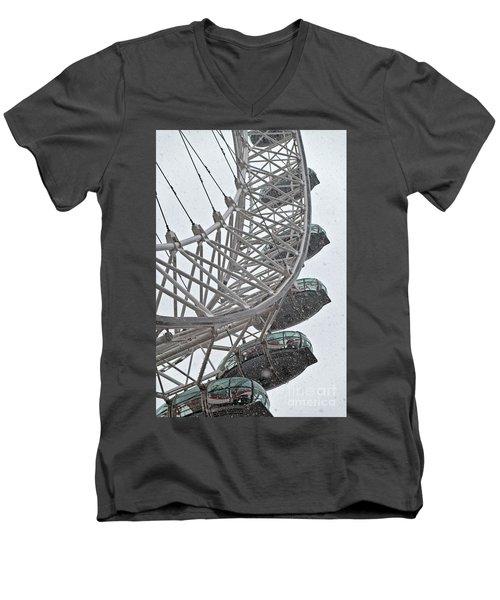 London Eye And Snow Men's V-Neck T-Shirt
