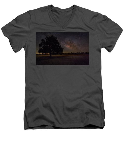 Lone Oak Under The Milky Way Men's V-Neck T-Shirt