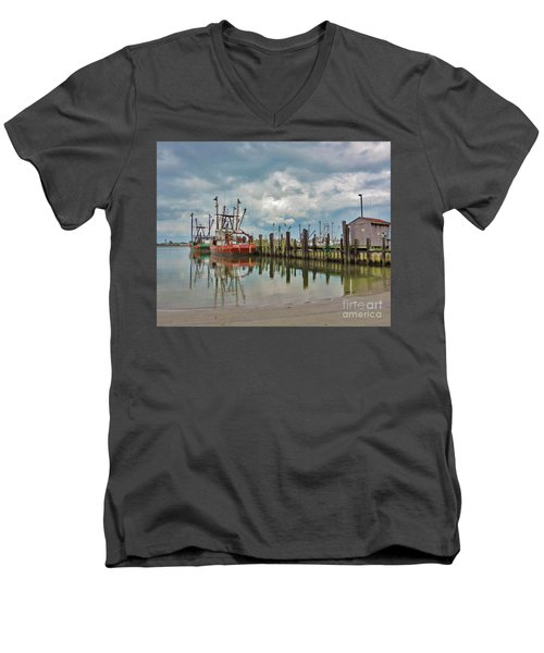 Long Beach Island Docks Men's V-Neck T-Shirt