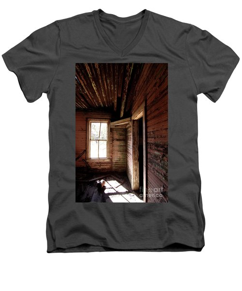Looking Into The Past Men's V-Neck T-Shirt