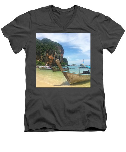 Lounging Longboats Men's V-Neck T-Shirt