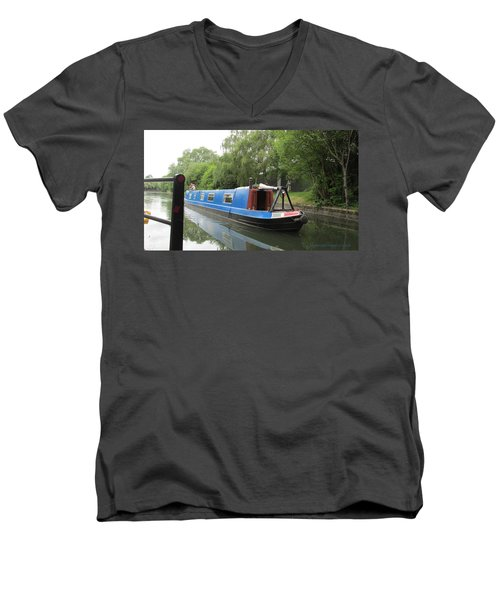 Loved-up On A Canal Boat - Park Royal Men's V-Neck T-Shirt by Mudiama Kammoh