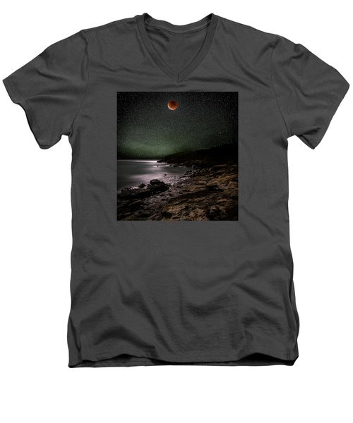 Lunar Eclipse Over Great Head Men's V-Neck T-Shirt