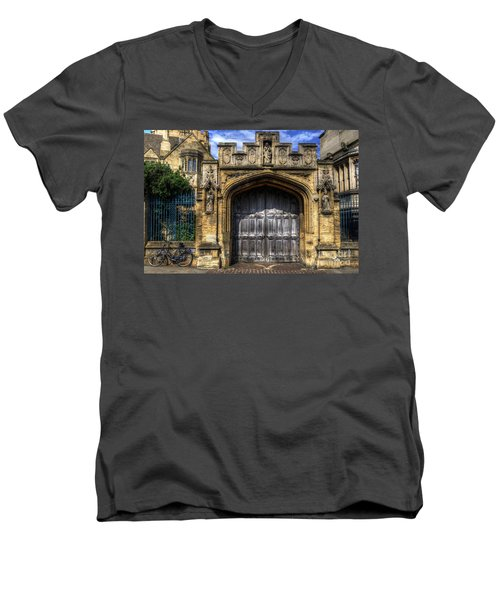 Magdalen College Door - Oxford Men's V-Neck T-Shirt