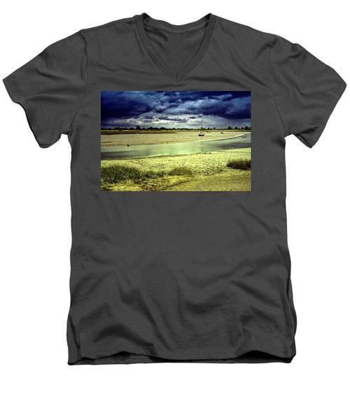 Maldon Estuary Towards The Sea Men's V-Neck T-Shirt
