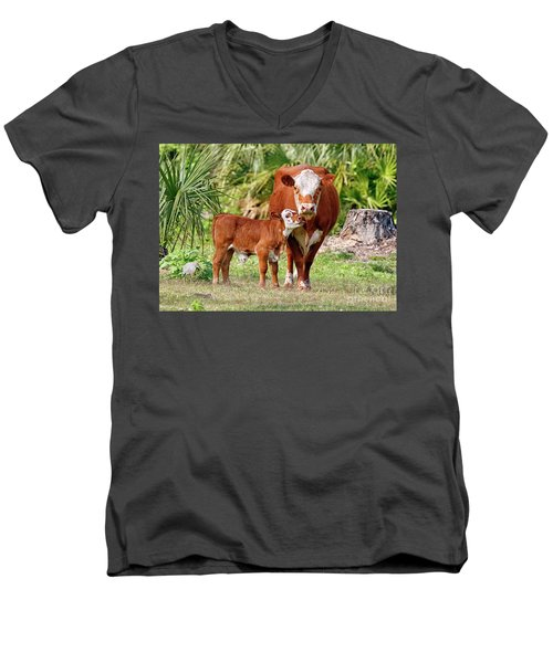 Mama Cow Keeping Baby Close Men's V-Neck T-Shirt