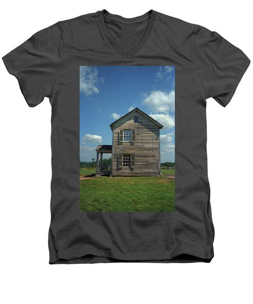Men's V-Neck T-Shirt featuring the photograph Manassas Battlefield Farmhouse by Frank Romeo