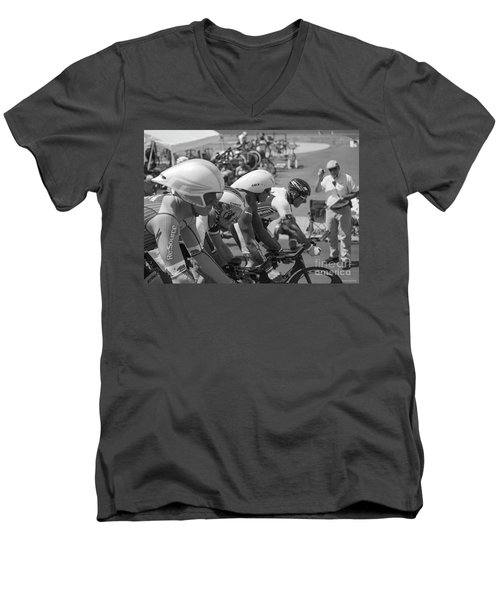 Start Masters Team Pursuit Men's V-Neck T-Shirt