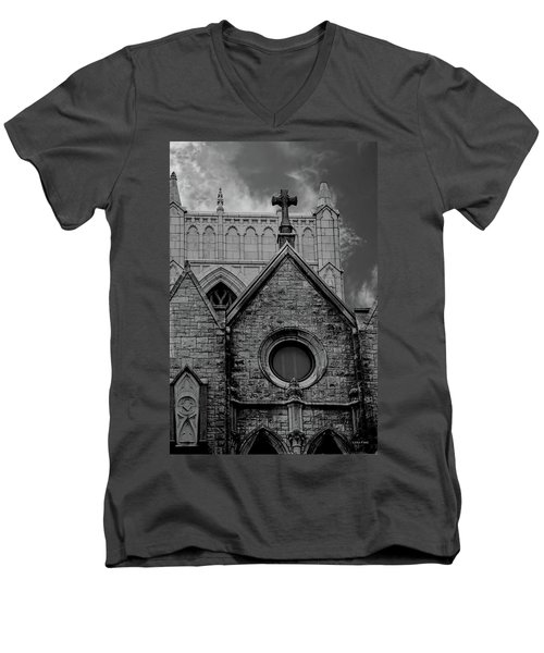 Memphis Cross In The Clouds Bw Men's V-Neck T-Shirt