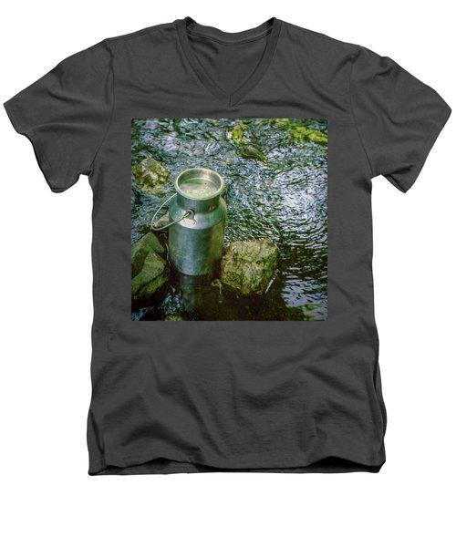 Milk Can - Wales Men's V-Neck T-Shirt