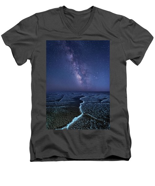 Milky Way At The Salt Flats Men's V-Neck T-Shirt