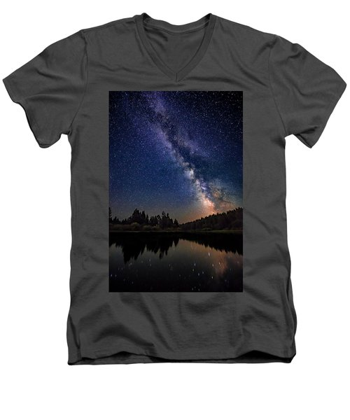 Milky Way Over The Deschutes River Men's V-Neck T-Shirt