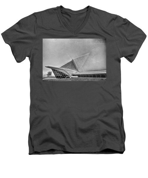 Men's V-Neck T-Shirt featuring the photograph Milwaukee Museum Of Art Special 2 by David Haskett