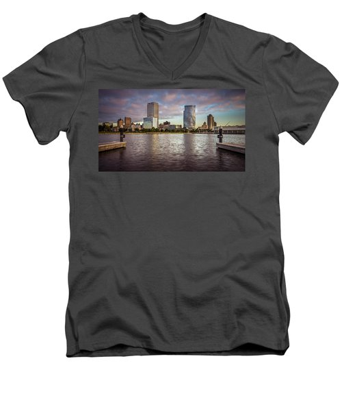 Milwaukee Skyline Men's V-Neck T-Shirt