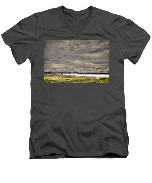 Mississipi River Men's V-Neck T-Shirt