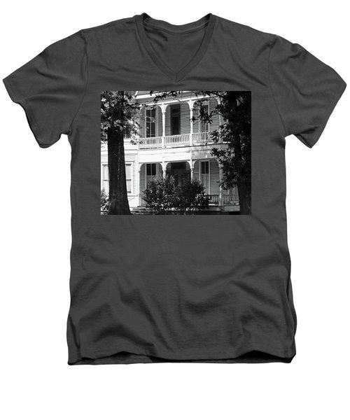 Mississippi Haunted House Men's V-Neck T-Shirt