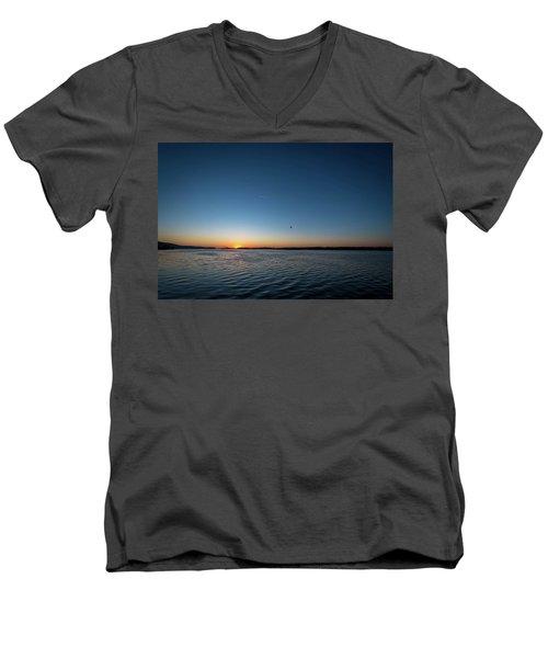 Mississippi River Sunrise Men's V-Neck T-Shirt