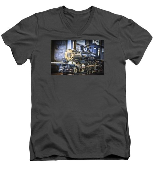 Model Train Men's V-Neck T-Shirt