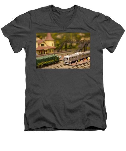 Model Trains Men's V-Neck T-Shirt