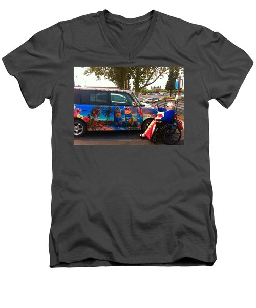 Mom Loves Surf Car Men's V-Neck T-Shirt