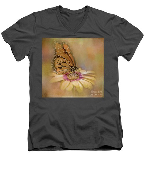 Monarch On A Daisy Mum Men's V-Neck T-Shirt