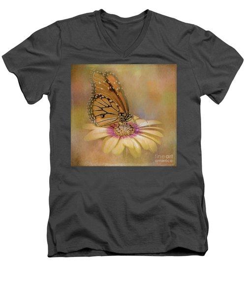 Monarch On A Daisy Mum Men's V-Neck T-Shirt