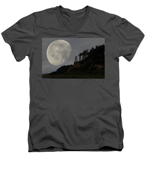 Moon At Roosevelt Beach Wa Men's V-Neck T-Shirt