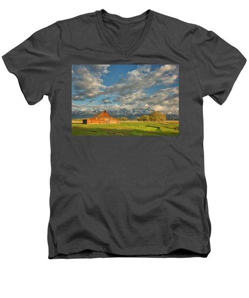 Morning Light On Moulton Barn Men's V-Neck T-Shirt