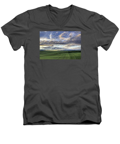 Moscow Mtn Sunset Men's V-Neck T-Shirt