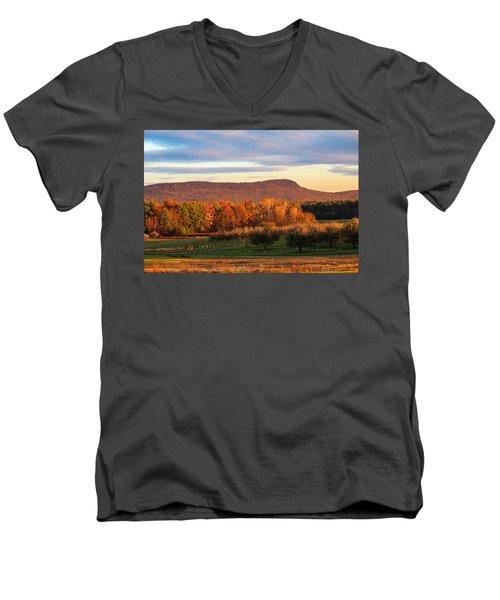 Mount Tom Foliage View Men's V-Neck T-Shirt