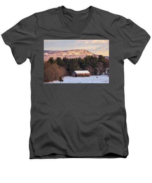 Mount Tom View From Southampton Men's V-Neck T-Shirt
