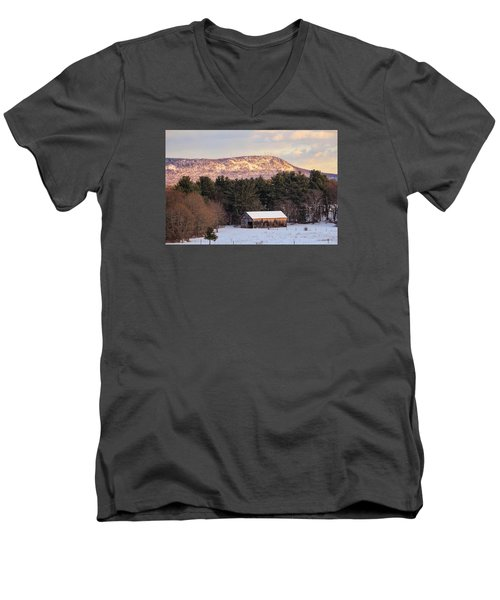 Mount Tom View From Southampton Men's V-Neck T-Shirt